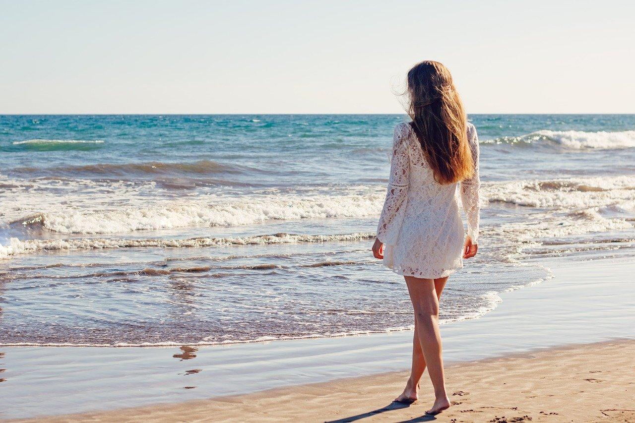 Penser à prendre de l'air au bord de la mer pour votre bien être moral.